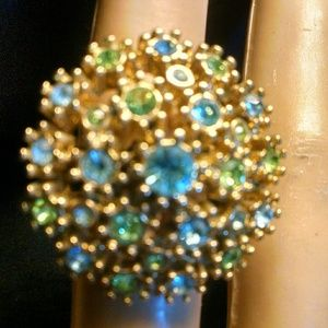 Beautiful cluster rhinestone ring